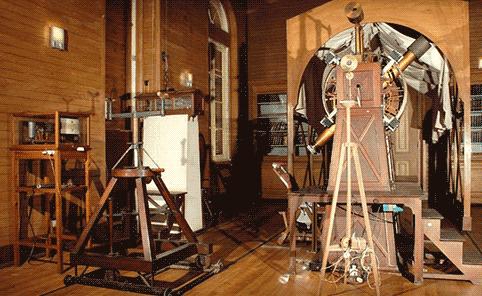 A sala do Círculo Meridiano de Repsold. O telescópio da astrometria de precisão do OAL.