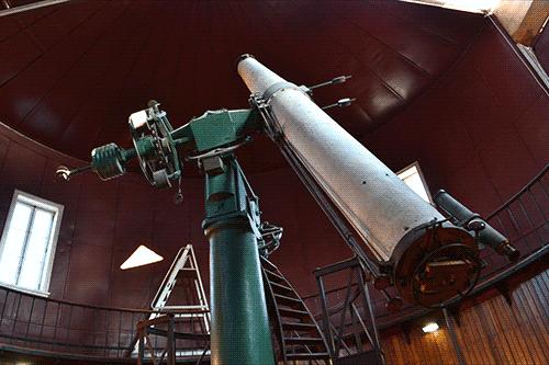 O grande telescópio Refractor Equatorial (Repsold, 1863) do OAL.