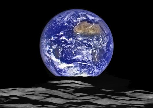 earth_and_MoonLimb_cutDec2015_web